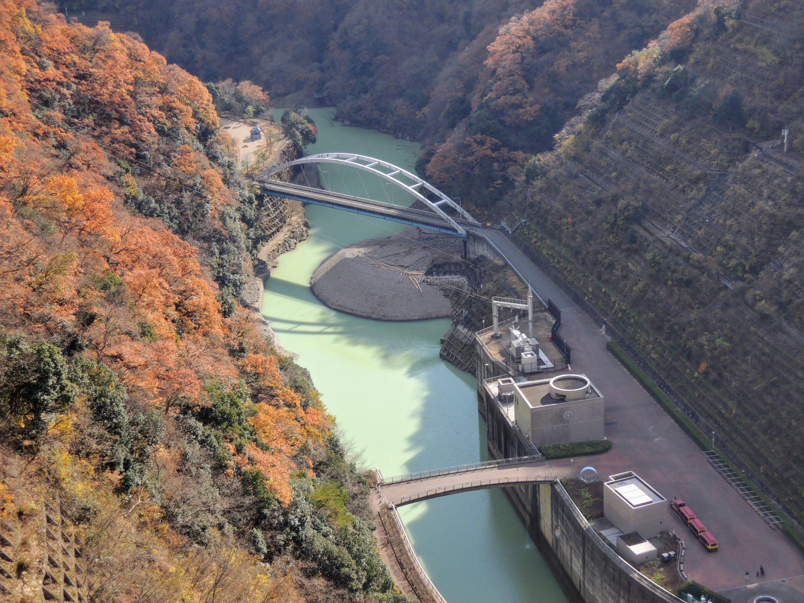 宮ヶ瀬ダムから見下ろす