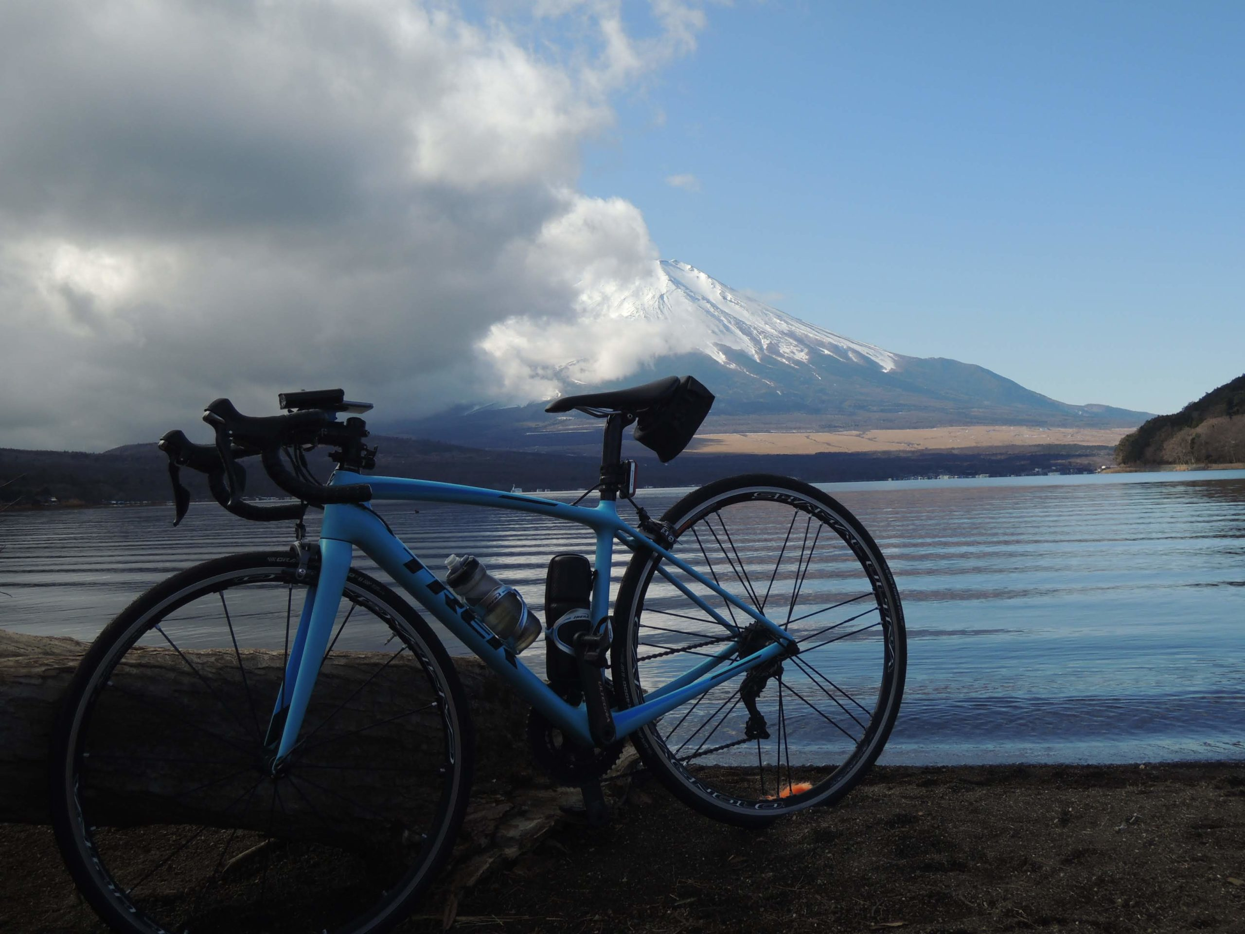 山中湖畔と富士山-1