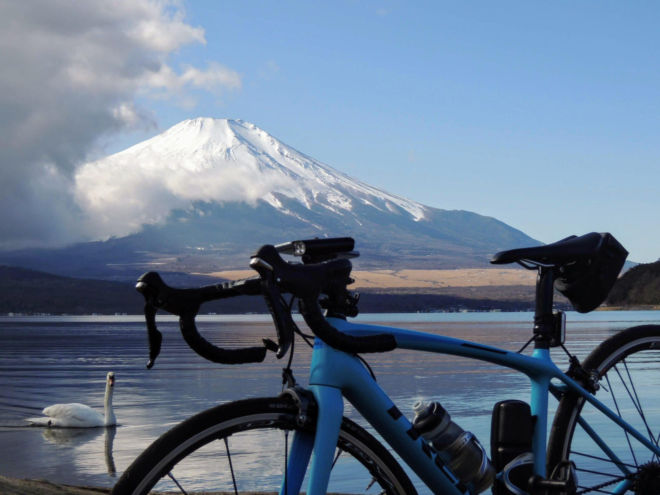 山中湖畔と富士山-4