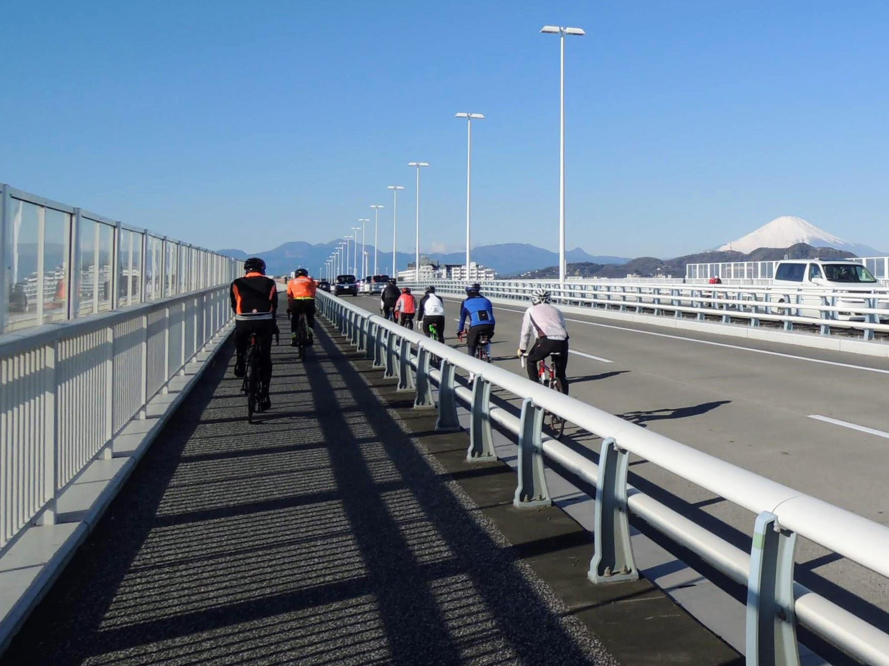 富士山を見ながら134号をロードバイクで走る