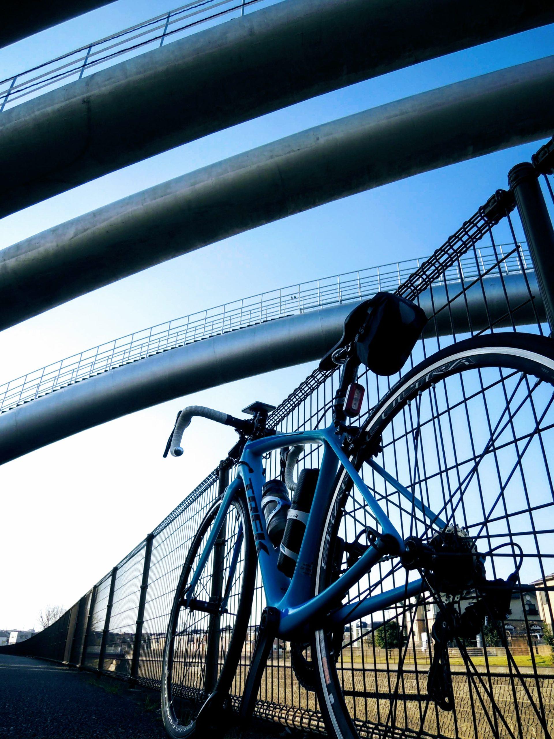 境川サイクリングロードの水管橋下で出発の時
