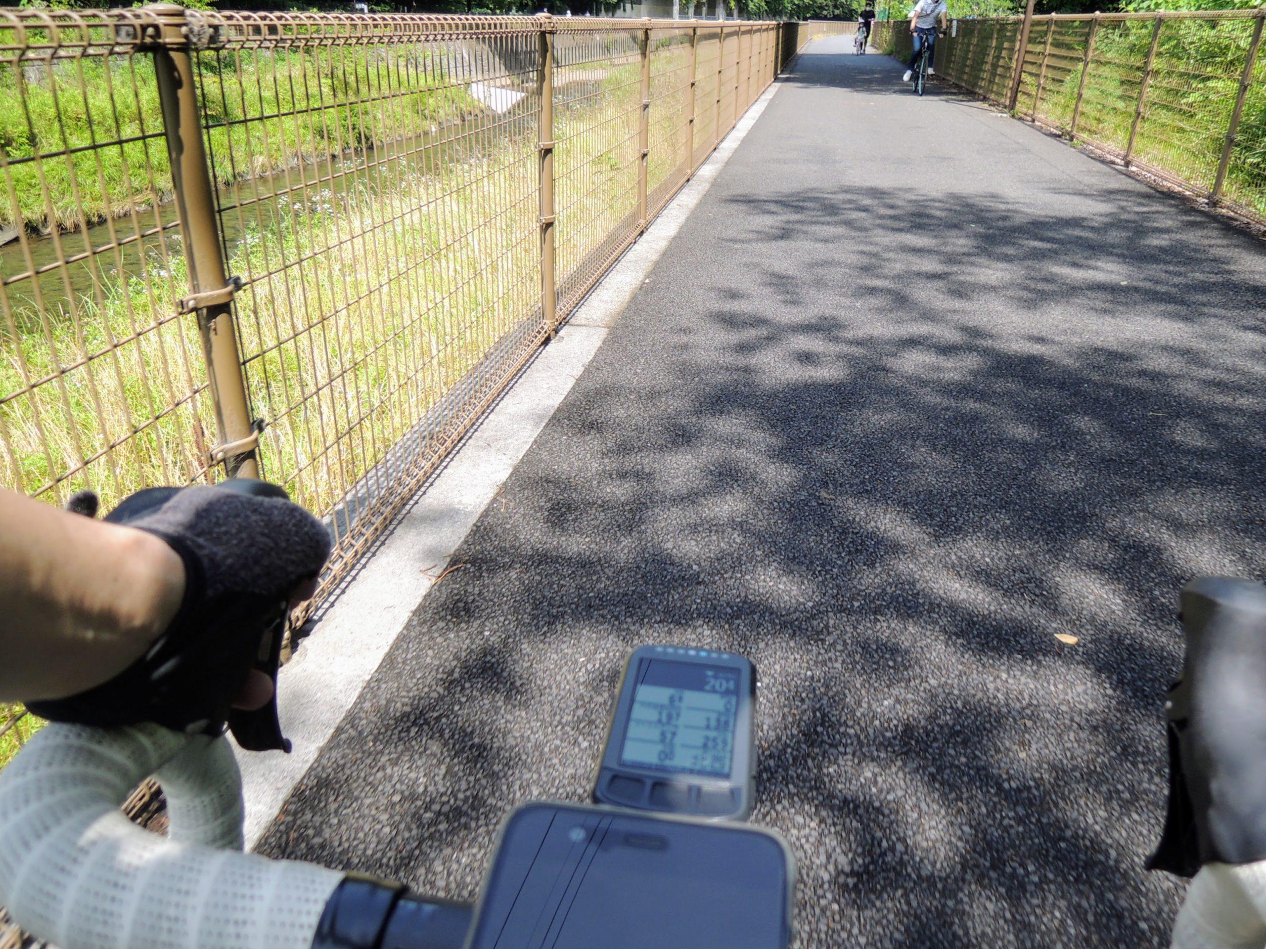 久々にロードバイクでサイクリングロードを流す
