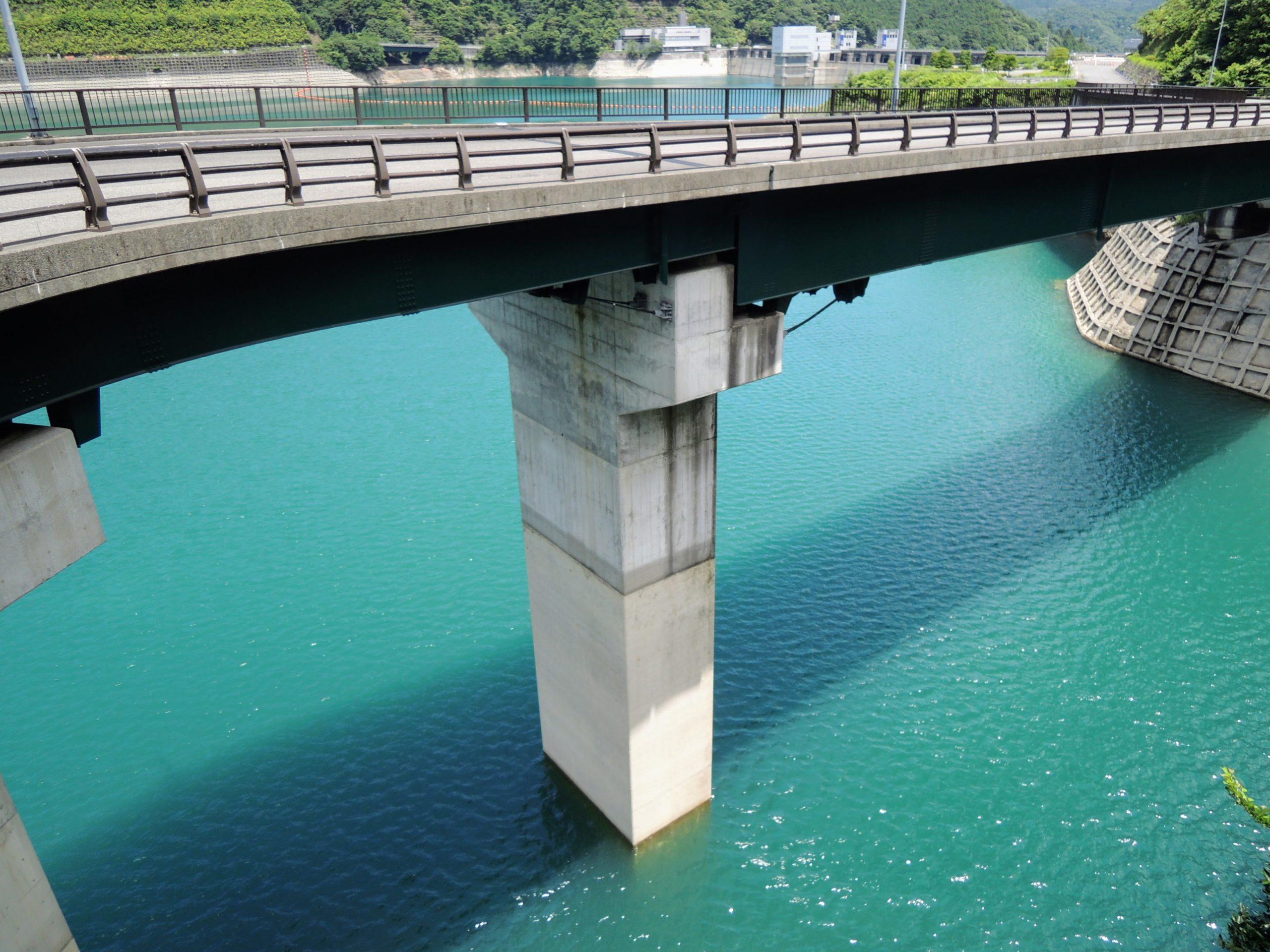 碧い水の宮ヶ瀬湖