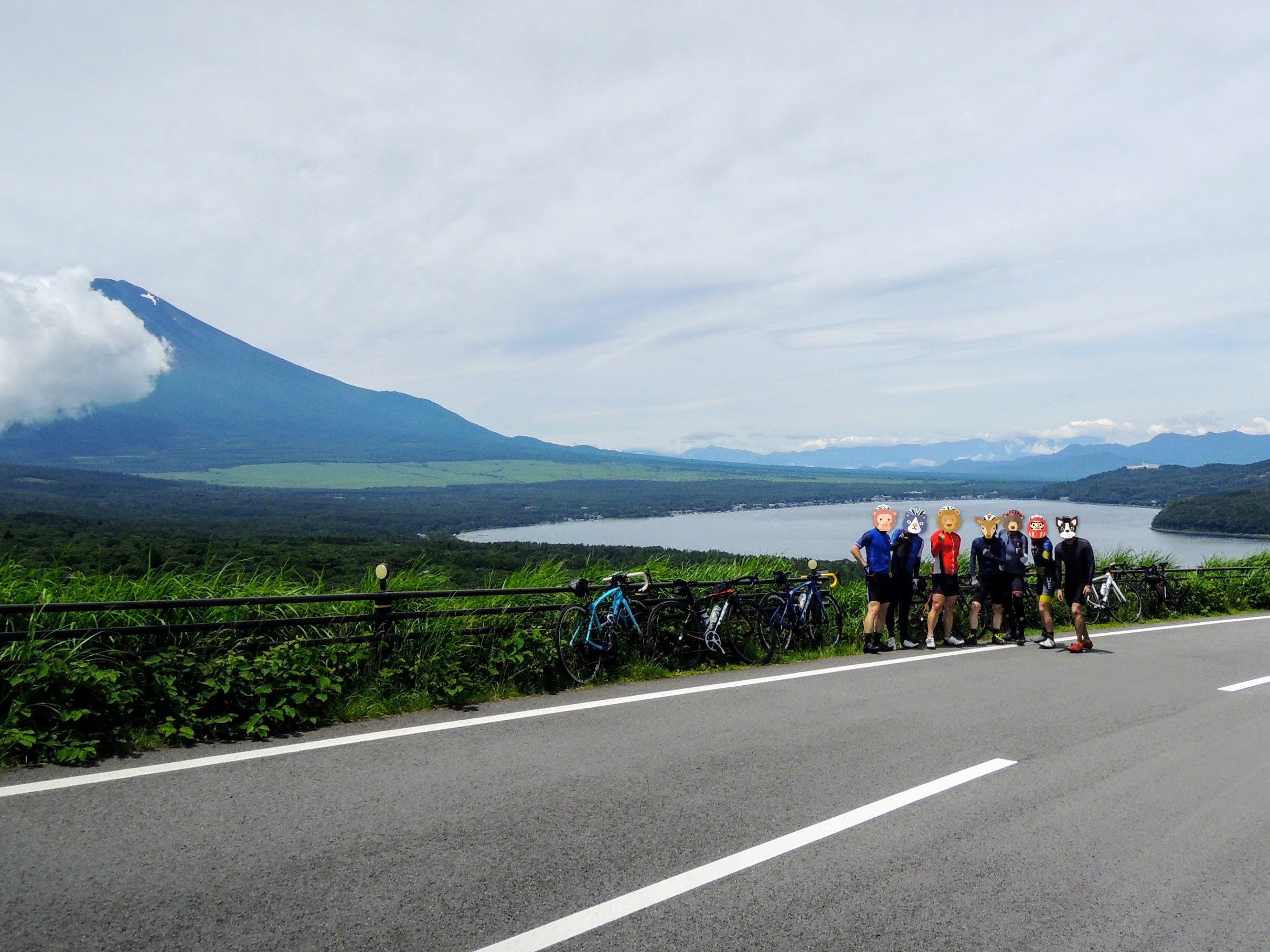 富士山と山中湖の絶景、三国峠にて