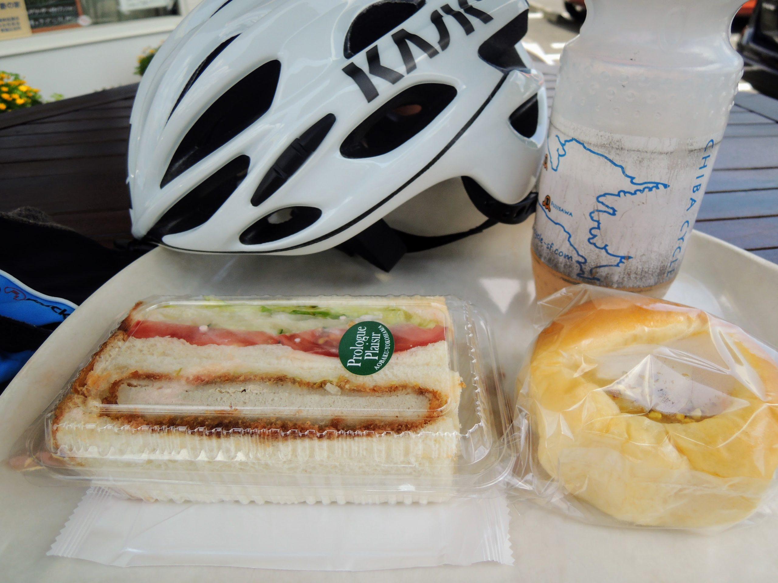 カツ野菜サンドとまろやか白桃パン