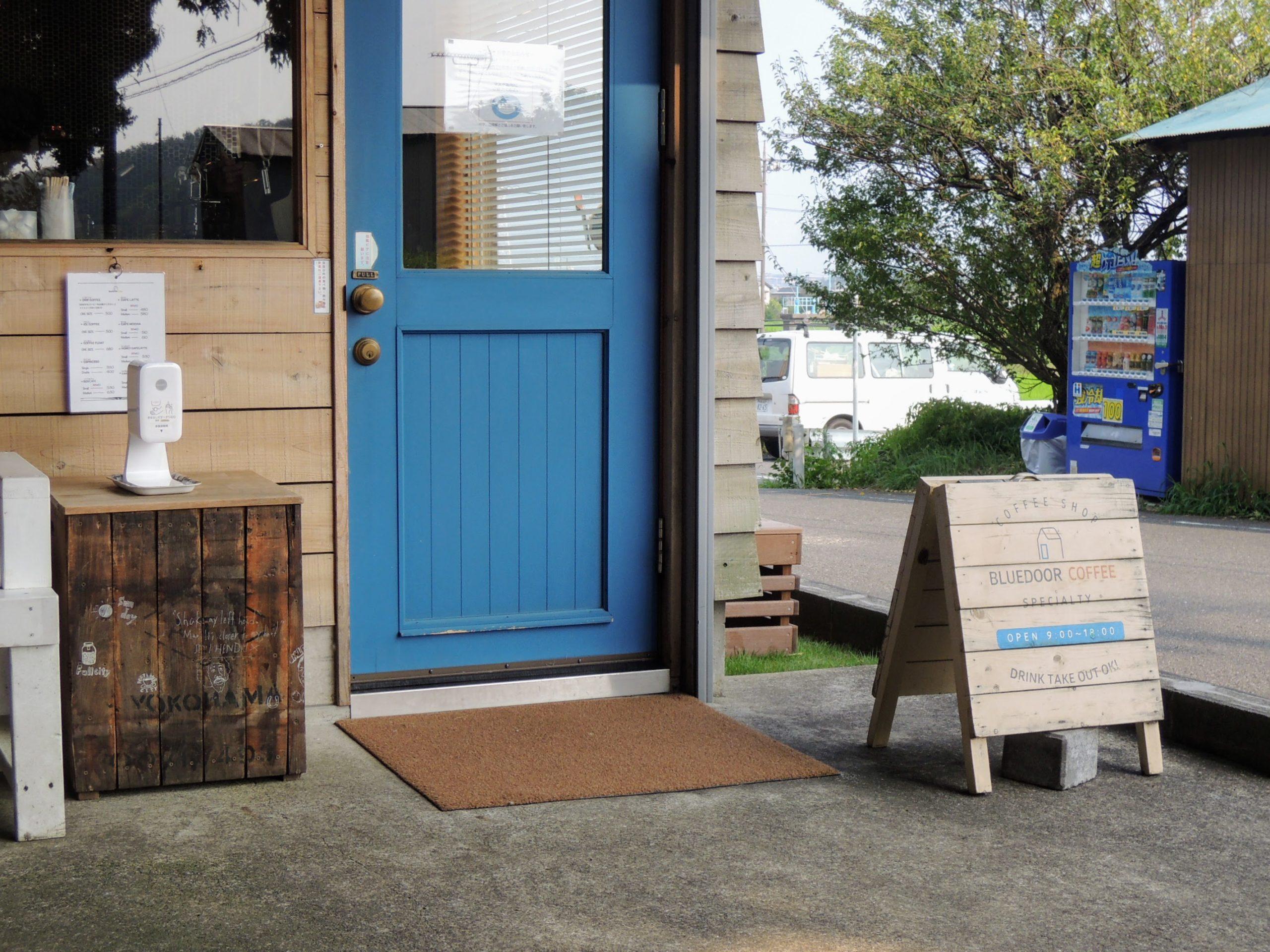 ブルードアコーヒーの店舗入口