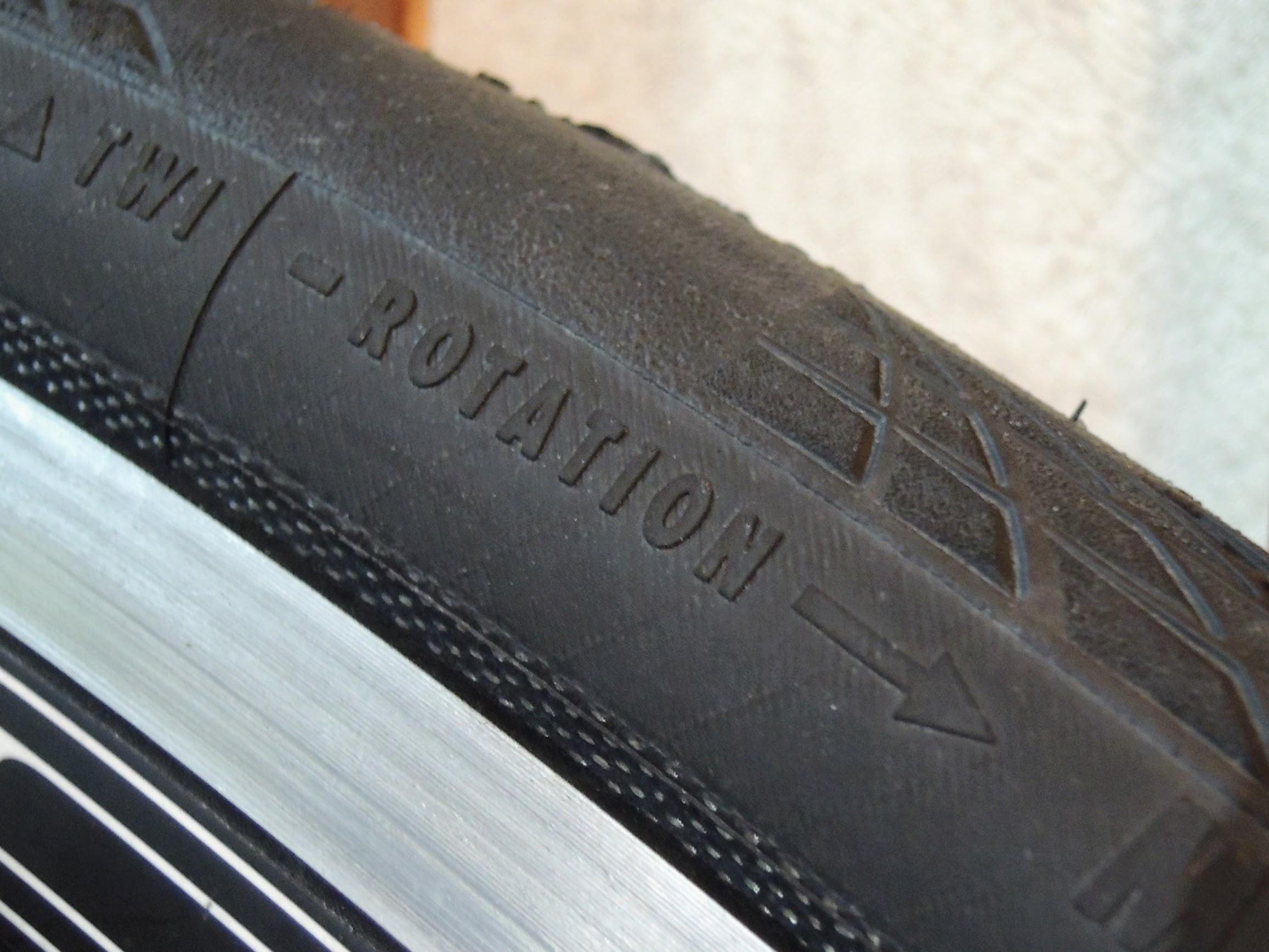タイヤのローテション表示に注意